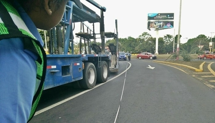 Police investigating at the scene / Driving in Nicaragua