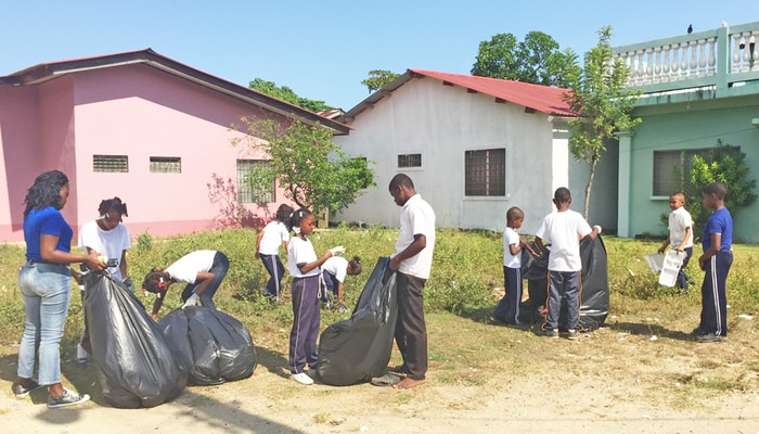 Garbage in Honduras: Schoolchildren on cleanup duty with Clean Beaches Honduras