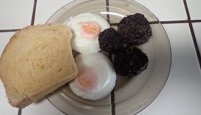 Nicaraguan blood sausage, moronga, with toast and eggs